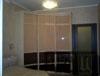 Глубокий вогнутый радиусный шкаф для спальни или зала три шоколада