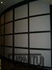 Радиусные двери выполняют роль межкомнатной перегородки установлены пол- потолок