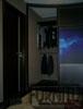 Радиусный шкаф купе черный, огонь и холод фото печать, Внутреннее наполнение штанги вешало для одежды